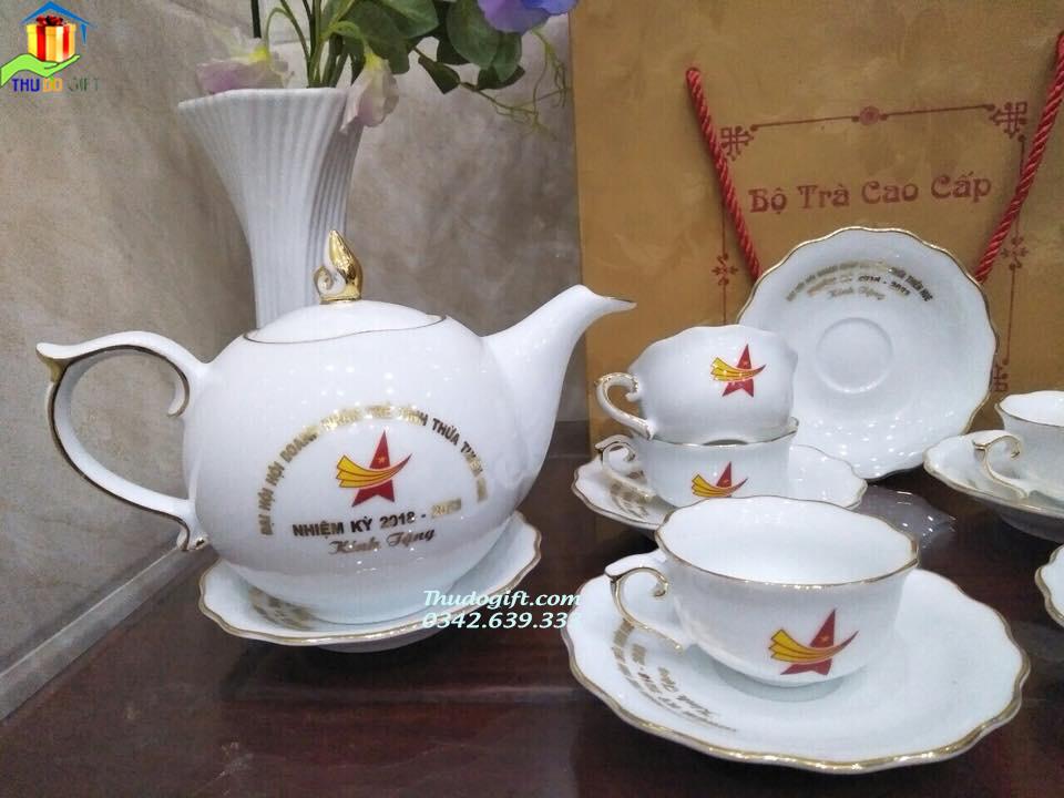 Bộ trà Mẫu Đơn trơn kẻ vàng kim