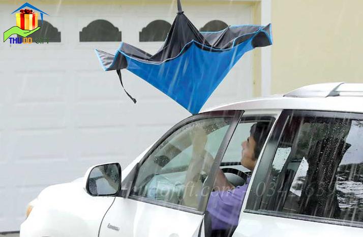 Đóng mở ô dù trong không gia hẹp