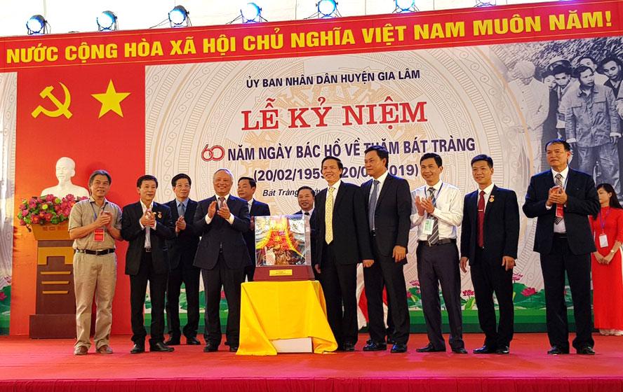 Kỷ niệm 60 năm Bác Hồ về thăm làng gốm Bát Tràng