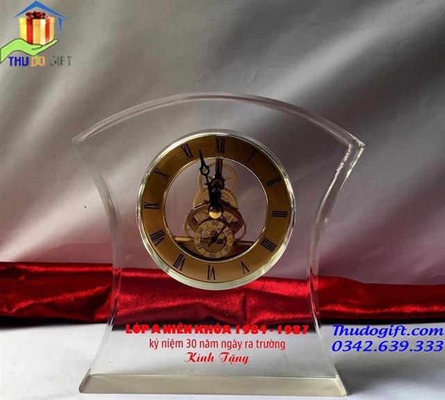 Biểu trưng pha lê đồng hồ kỉ niệm ngày ra trường