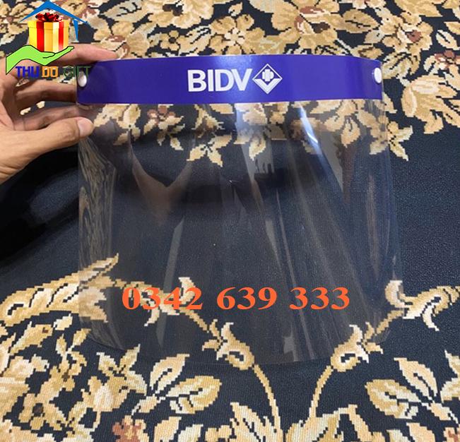 Kính chống bắn giot Covid19 in logo BIDV
