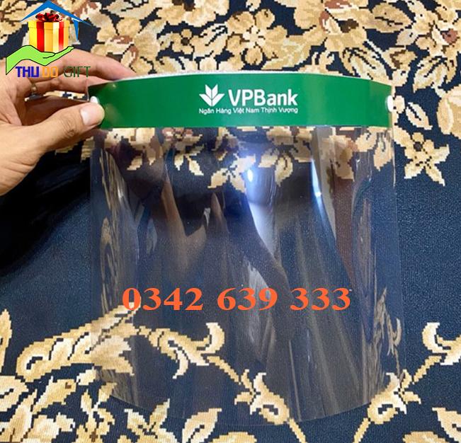 Kính chắn chống dịch Covid19 in logo VPBank