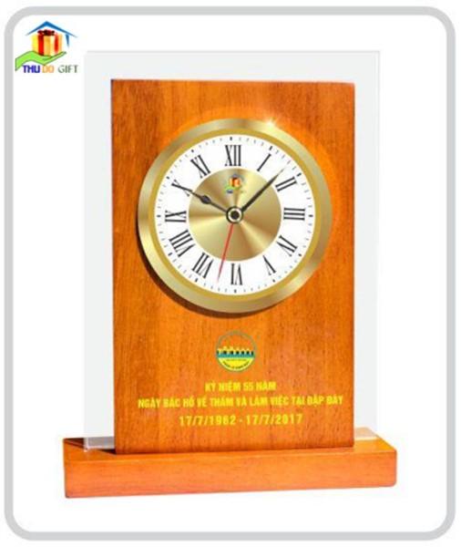 Đồng hồ để bàn bằng gỗ bao kính
