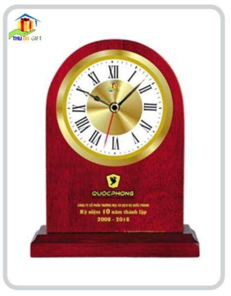 Đồng hồ để bàn bằng gỗ - quà tặng đại hội