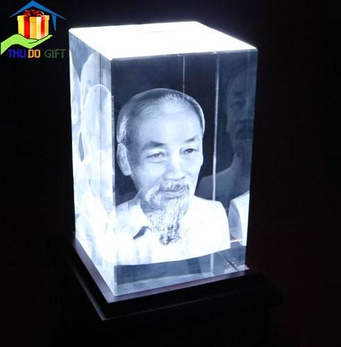 Tượng Bác Hồ Khắc 3D trong Pha lê