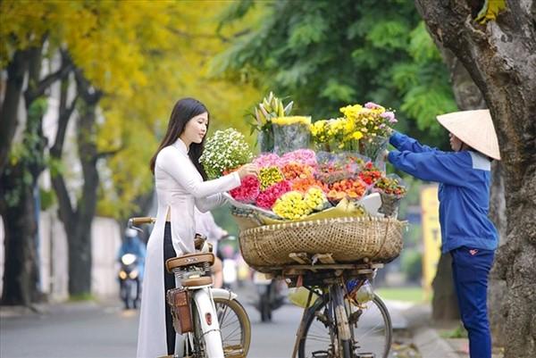 Mua hoa chào mừng ngày 20 tháng 10