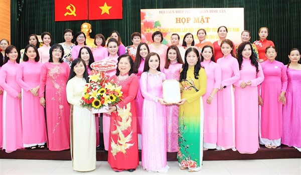 Họp mặt ngày thành lập hội liên hiệp phụ nữ Việt Nam 20 tháng 10