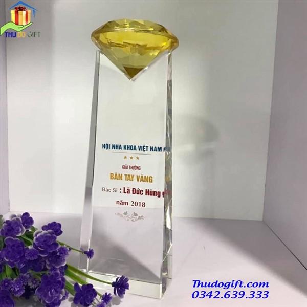 Biểu trưng pha lê khối kim cương