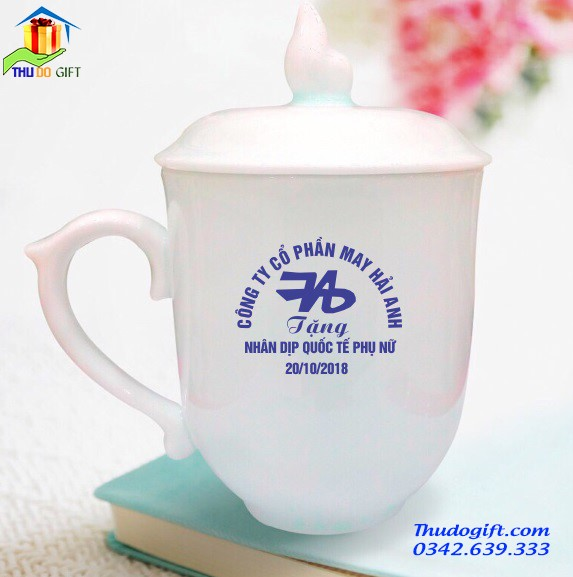 Cốc sứ quai chóp lửa in logo quà tặng 20 tháng 10