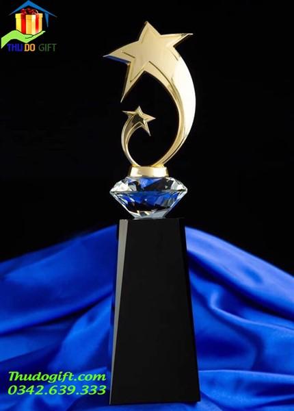 Cúp pha lê đẹp biểu tượng hình ngôi sao bằng kim loại
