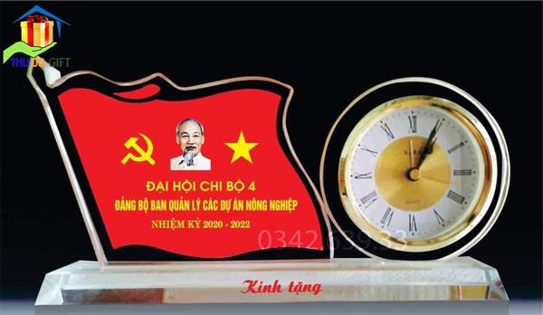 Đồng hồ để bàn pha lê - Quà tặng đại hội
