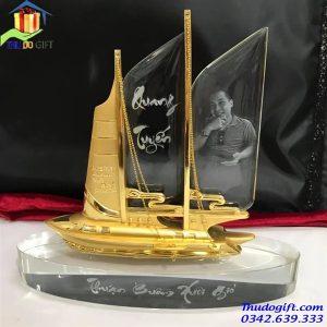 Quà tặng thuyền buồm pha lê cao cấp