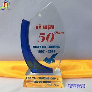 Biểu trưng pha lê kỷ niệm 50 năm ngày ra trường