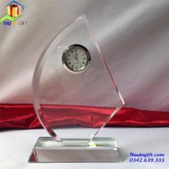 Kỷ niệm chương pha lê gắn đồng hồ