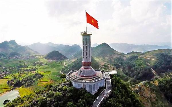 Ý tưởng làm biểu trưng pha lê hình cột cờ Lũng Cú cho đại hội Đảng