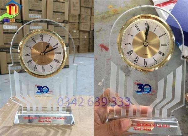 Đồng hồ để bàn kỷ niệm 30 năm ngày ra trường THPT Gia Viễn 2